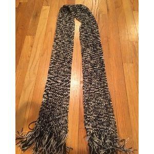 Accessories - Black & White Knit Scarf